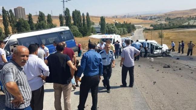 Pursaklar'da Trafik Kaza: 14 Yaralı